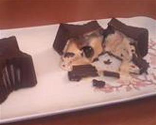 Chocolate stars with a vodka semifreddo heart